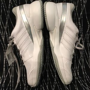 Adidas ladies tennis shoes size 10